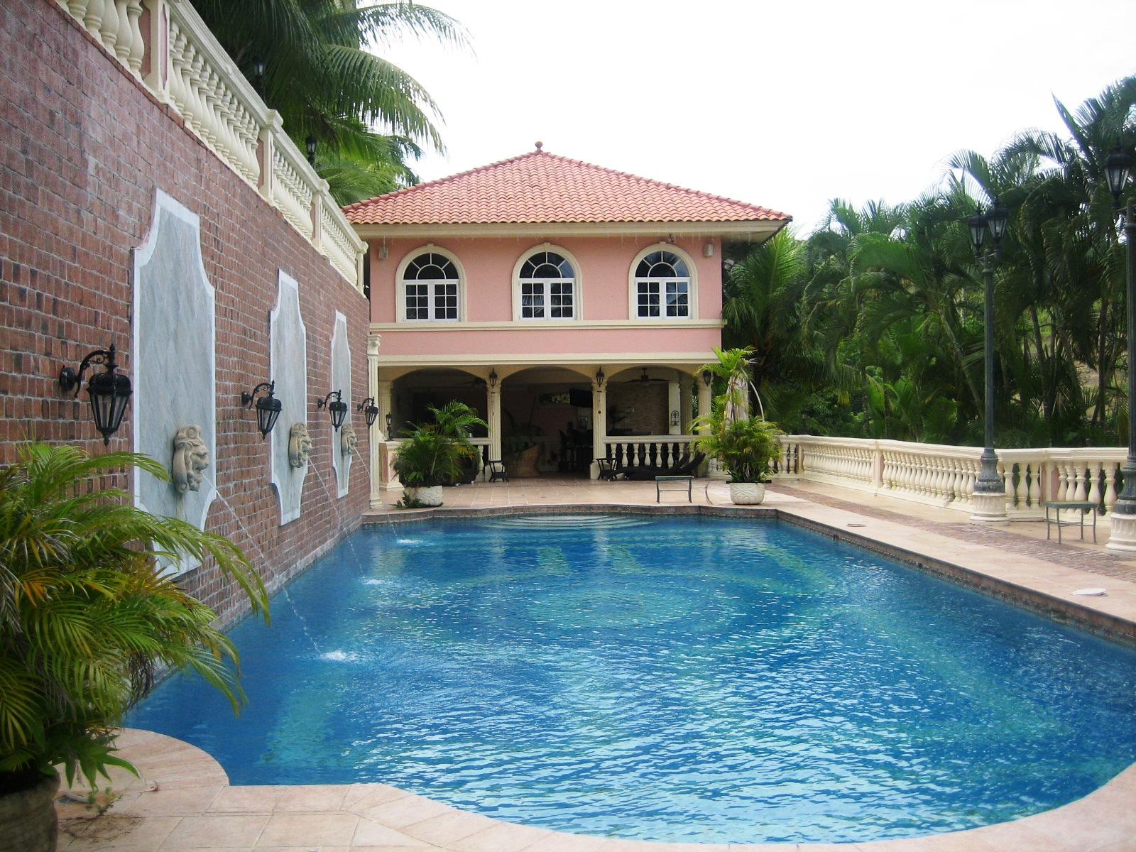 Five bedroom house with a swimming pool for sale in panama for 6 bedroom house with swimming pool for sale